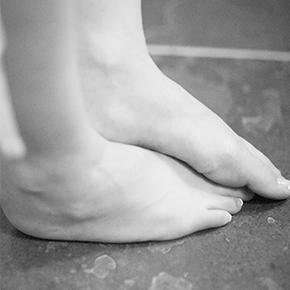 足のしびれ case 06|足のしびれは腰の靭帯肥厚よる神経圧迫!?