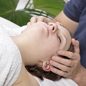 首の痛み case 11|こめかみの痛みと動悸が胃の機能低下と食道の問題で起こっていた!?