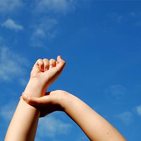 手のしびれ case 15 |首の筋肉からの関連痛で手にシビレ!?