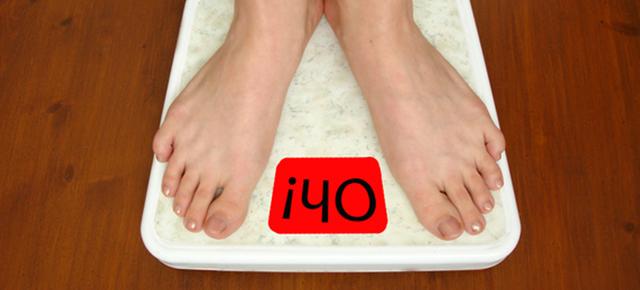 生活習慣病|体重計に乗る人とディスプレイに表示される「Oh!」という文字