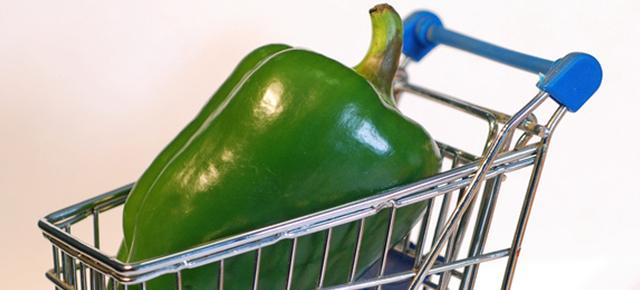 生活習慣病|スーパーのカートに乗った巨大なピーマン