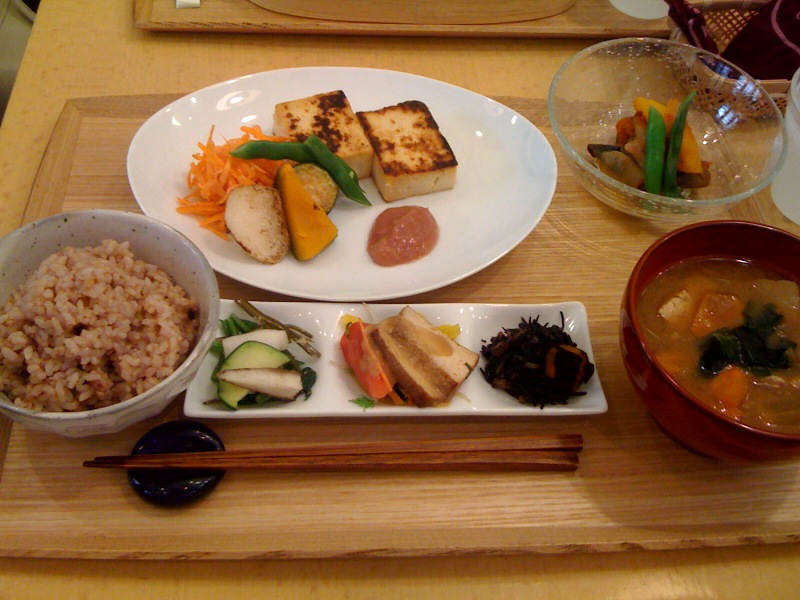 おすすめレストラン|玄米を中心とした身体に優しいご飯